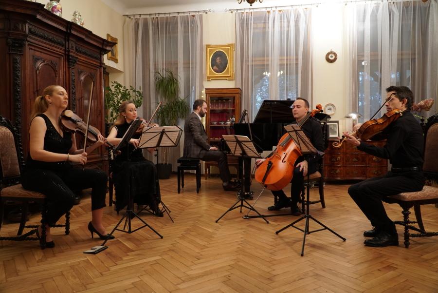 Royal String Quartet i Piotr Sałajczyk